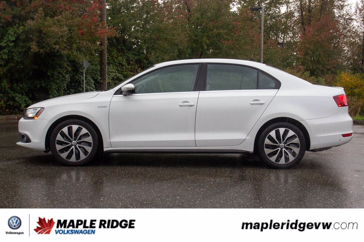 Pre-Owned 2014 Volkswagen Jetta Highline Hybrid LEATHER, NAV, SUNROOF, LOW KM, LOCAL CAR!