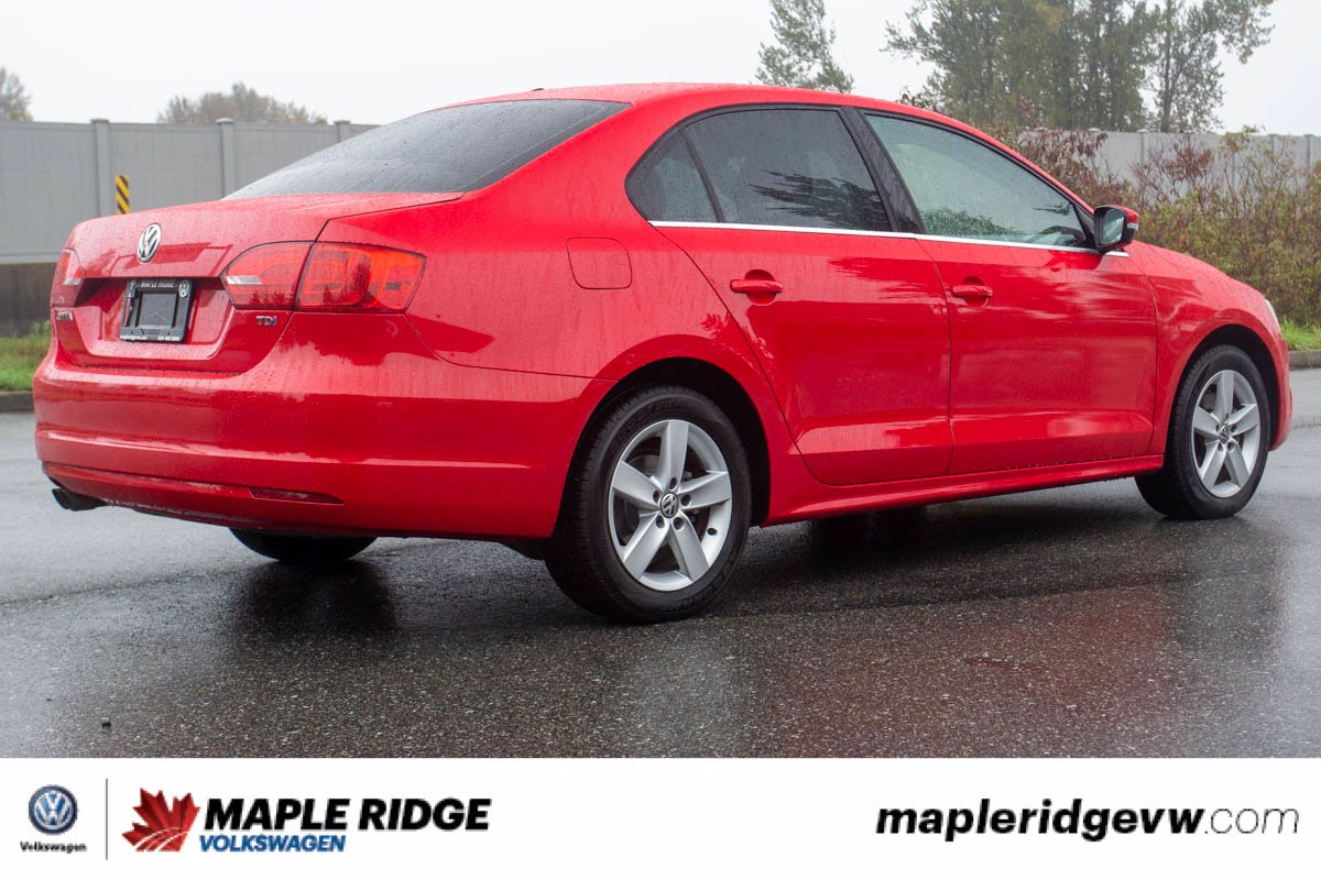 Pre-Owned 2014 Volkswagen Jetta Sedan Comfortline TDI WELL EQUIPPED, LOW KM, LOCAL CAR!