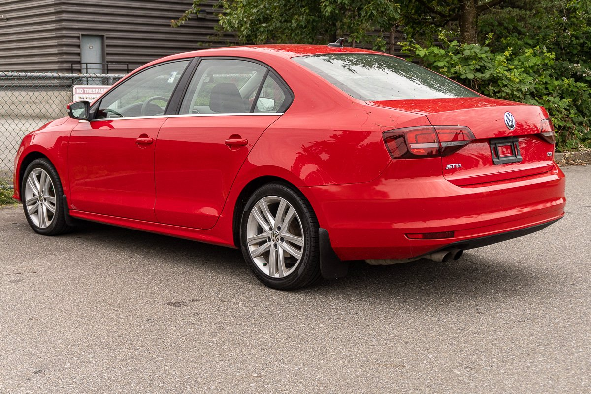 Pre-Owned 2016 Volkswagen Jetta Sedan Highline