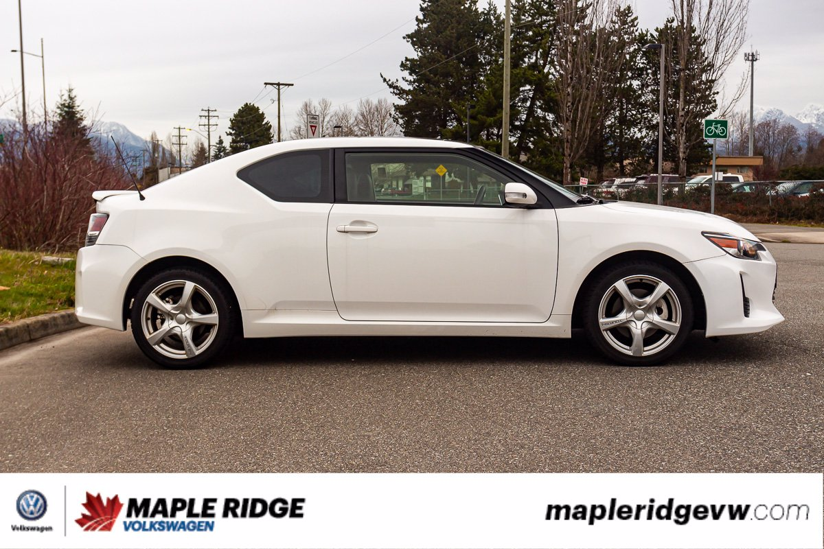 Pre-Owned 2014 Scion tC DUAL SUNROOF, LEATHER, SUPER LOW KM, SINGLE OWNER!